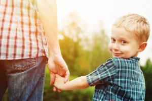 Dziecko i rodzic, chłopiec